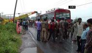 यूपी: एटा में रोडवेज बस पर हाईटेंशन तार गिरा, 9 की मौत, 18 घायल