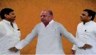 सपा संग्राम: अध्यक्ष पद से हटाए जाने पर सीएम अखिलेश ने छीने चाचा शिवपाल से तीन अहम मंत्रालय