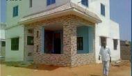 स्कूल ड्रॉपआउट ने बनाया चलने वाला घर