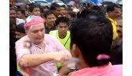 While Rishi Kapoor 'misbehaves' with fan, Randhir Kapoor 'slaps' journalist