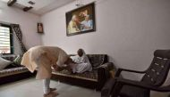 56 इंच छाती वाले प्रधानमंत्री हुए 66 साल के, गांधीनगर में मां से लिया आशीर्वाद