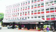झारखंड: रांची के रिम्स अस्पताल में महिला मरीज को फर्श पर परोसा गया भोजन
