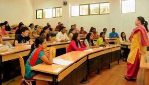 शोध का खुलासाः स्कूल में ज्यादा लड़कियां, यानी लड़कों का प्रदर्शन बेहतर