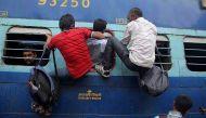 गरीबों की रेल सब्सिडी में कटौती, मगर मुफ़्त सफ़र करने वाले नेताओं का क्या?