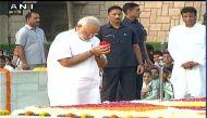 महात्मा गांधी की 147वीं जयंती पर पीएम मोदी पहुंचे राजघाट, दी श्रद्धांजलि