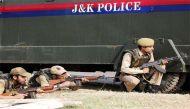 पुलवामा में पुलिस की दो राइफल छीनकर फरार हुए आतंकवादी