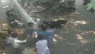 नीतीश के सुशासन पर सवाल: जेडीयू नेता इकबाल हुसैन ने तमंचे से छात्र को धमकाया