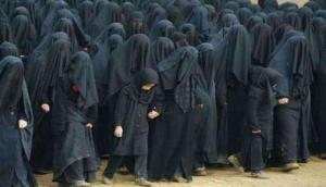 CM योगी के मंत्री बोले- दैत्यों की वंशज पहनती है बुर्का, बैन कर दो बंद हो जाएगी आतंकियों की घुसपैठ
