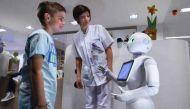 ऑपरेशन थिएटर में भी अब डॉक्टर का हाथ बंटाएगा रोबोट