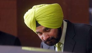 Sidhu cosying up to Congress, with help from foe-turned-friend Azhar