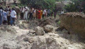 कन्नौज में ढहा मिट्टी का टीला, चार की मौत, दो की हालत गंभीर