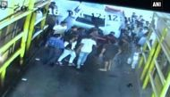 वायरलः देखें नोएडा टोल प्लाजा पर कर्मचारी को पीटते और तोड़फोड़ करते 'बदमाश'
