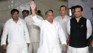 Akhilesh is lying, Mulayam says during heated argument at Samajwadi Party meet