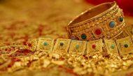 सरकार ने गहनों को किया टैक्स फ्रीः पत्नियों को आधा किलो और पतियों को 100 ग्राम सोना रखने की इजाजत