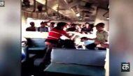 चलती ट्रेन में टिकट चेकर की पिटाई, वायरल हुआ वीडियो