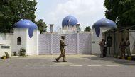 पाक उच्चायोग के अफ़सर रिहा, 48 घंटे में देश छोड़ने का आदेश