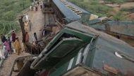 कराची में दो ट्रेनों की भीषण टक्कर, 17 की मौत