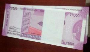 RBI ने 2000 के नोट छापने पर लगाया ब्रेक, होगी कैश की किल्लत