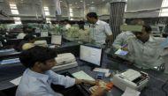नोटबंदी: लेन-देन में गड़बड़ी के आरोप में 27 बैंक अफ़सर नपे