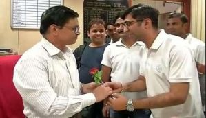 NGO workers thank bank employees with flowers for their efforts during demonetisation