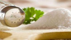 Vastu Tips For salt : एक चुटकी नमक से आप भी दूर कर सकते हैं राहु-केतु का अशुभ प्रभाव, बस ऐसे करना होगा इस्तेमाल