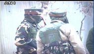 कश्मीर: मुठभेड़ में दो आतंकी ढेर, एक ज़िंदा पकड़ा गया, जवान शहीद