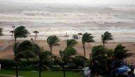 तमिलनाडु पहुंचा नाडा चक्रवात, तेज़ हवाओं के साथ बारिश