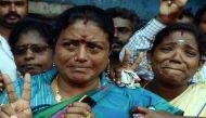 तस्वीरें: जयललिता नहीं रहीं, चेन्नई की सड़कों पर भावुकता का सैलाब