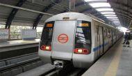 दिल्ली मेट्रो की बड़ी पहल, महिलाआें को सफ़र के दौरान मिली चाकू रखने की छूट