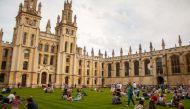 ऑक्सफोर्ड यूनिवर्सिटी में होती है बोरिंग पढ़ार्इ, स्टूडेंट ने किया मुकदमा