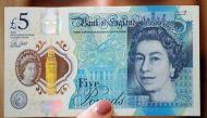 अब ब्रिटेन में पांच पौंड के नए नोट पर लगेगी पाबंदी !