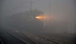 कोहरे का कोहराम जारी, 55 ट्रेनें लेट और 16 रद्द