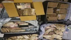 गुरुग्राम में 5 करोड़ रुपये के पुराने नोट बरामद