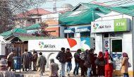 वीडियो: कश्मीर में आतंकियों ने एक महीने में तीसरी बार लूटा बैंक, 11 लाख लेकर फरार
