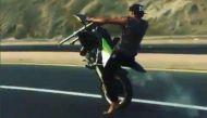 वायरल वीडियोः कभी देखा है एक टायर से बाइक चलाने वाला राइडर