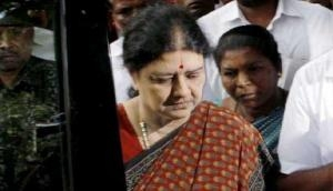 Sasikala jail bribery charge; Roopa, senior shunted out