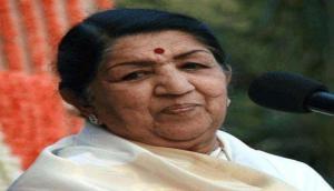 बॉलीवुड सितारों ने की लता मंगेशकर के लिए दुआ, हेमा मालिनी, शबाना आजमी ने किया सोशल मीडिया पर पोस्ट