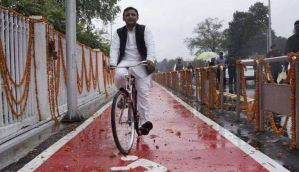 अखिलेश यादव की हुई सपा और साइकिल, मुलायम सिंह को  झटका
