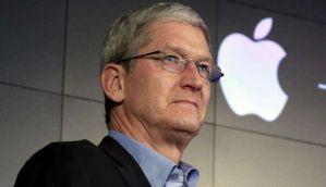 आईफोन की बिक्री घटी, एप्पल के सीईओ टिम कुक की सैलरी में हुर्इ 15% कटौती