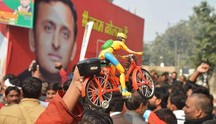 SP drama: Akhilesh, Mulayam meet raises reconciliation hope, but it's not to be