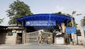 दिल्ली के तिहाड़ जेल में बिखरे फैशन शो के रंग