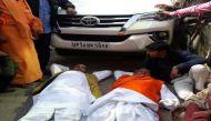 टिकटों पर टकराव की आंच केशव मौर्य तक पहुंची, कार के आगे दो BJP नेता लेटे