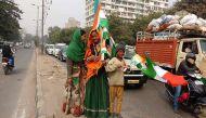 लालबत्ती पर झंडा बेच रहे हिंदुस्तान के बच्चे क्या जानते हैं गणतंत्र के बारे में
