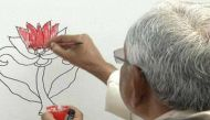 नीतीश कुमार ने 'कमल' पर चलाई कूंची, गिरिराज बोले- राजनीतिक रंग भरा