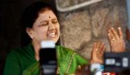 तमिलनाडु: राज्यपाल की दुविधा में सुप्रीम कोर्ट के हाथ पहुंची शशिकला-पन्नीरसेल्वम की डोर