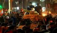 पीएम मोदी का रोड शोः भारी भीड़ ने उपहार और आरती से किया स्वागत