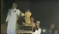 दूल्हे ने घोड़ी पर नहीं शेर पर बैठकर मारी एंट्री, वीडियो हुआ वायरल
