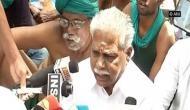 Delhi: TN Agriculture Minister tries to pacify agitating farmers at Jantar Mantar