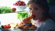 देर रात खाना खाने की है आदत किसी खतरे से कम नहीं