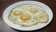 जब नकली अंडे बेचने वाला बोला- बत्तख के अंडे प्लास्टिक में बदल जाते हैं